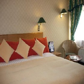 King Malcolm Hotel - Hotel with Smoking Rooms in Dunfermline