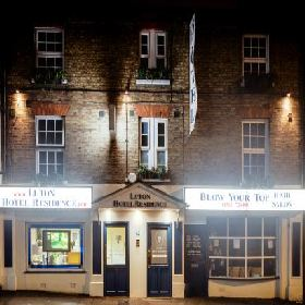 Luton Hotel Residence - Small Hotel with Smoking Rooms in Luton