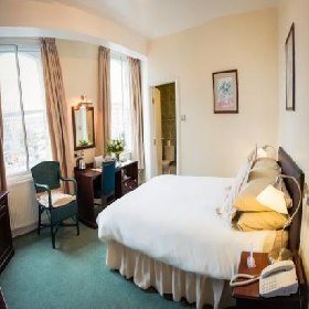 Huddersfield Central Lodge Hotel - Metro Hotel with Smoking Rooms in Huddersfield